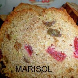 Cake de nueces, pasas y cerezas confitadas