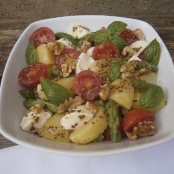 ensalada-de-patata-con-tomates-esparragos-mozzarella-y-nueces