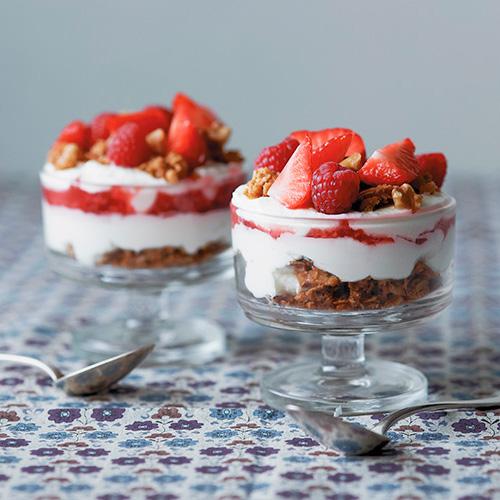 desatcada-trrifle-con-granola-de-nueces-y-frutos-rojos-2