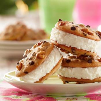 galletas-de-nueces-y-miel-con-helado