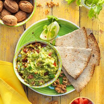 nachos-caseros-de-nueces-y-guacamole