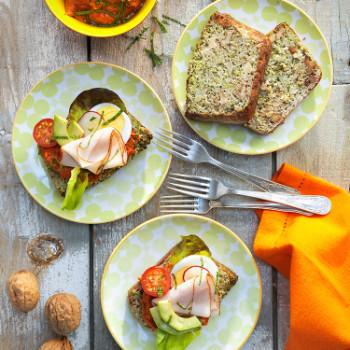 sandwich-de-pan-de-brocoli-y-nueces-muhammara-de-nuecesi