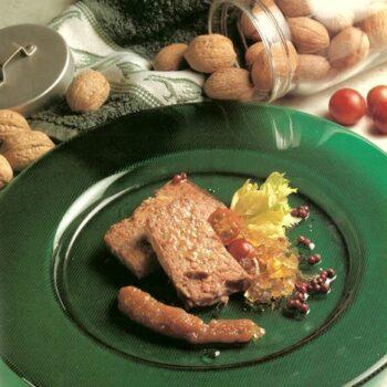 Paté de perdiz y geleé de su escabeche con texturas de apio y aceite de nueces