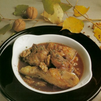 Pollo o gallina en pepitoria con nueces