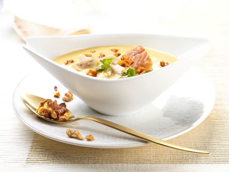 Crema de patata y setas con anguila ahumada