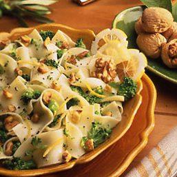 Fideos con brócoli y Nueces de California