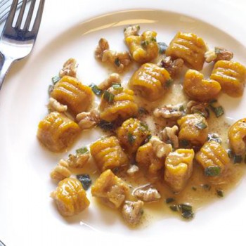 Gnocchi con calabaza, salvia y nueces
