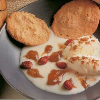 Merengue crujiente de nueces con crema de torta