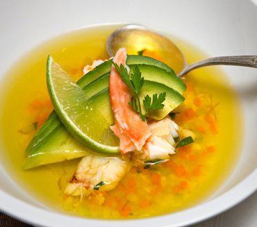 Sopa de cangrejo con nueces