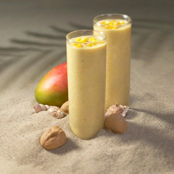 Batido tropical de mango y nueces