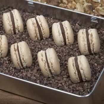 Macarons de nuez rellenos de ganache de chocolate