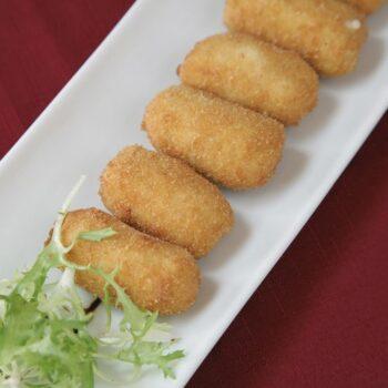 Croquetas fundentes de queso, espinacas y nueces
