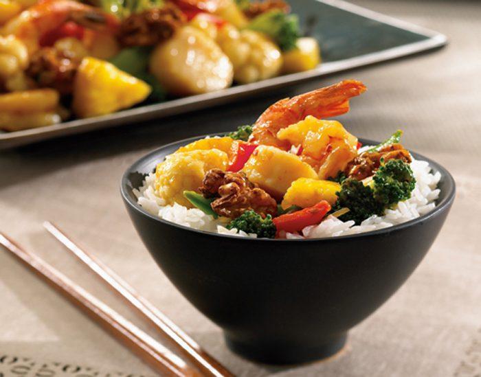 Marisco salteado con nueces al estilo tradicional chino