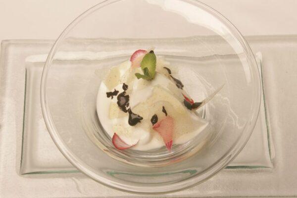 helado con nueces caramelizadas