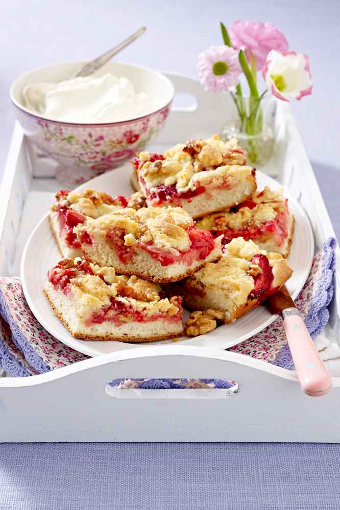 Torta de nueces y fresas