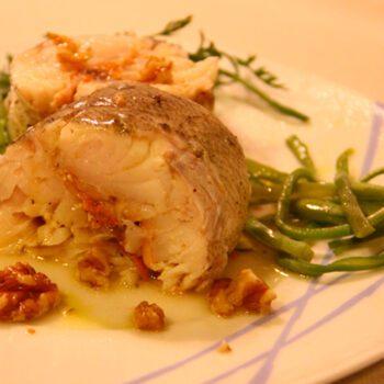 Merluza rellena de salmón y nueces