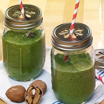 """Green shake"" de nueces"