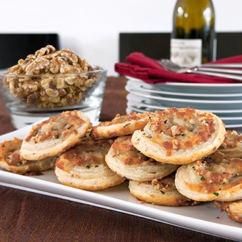 Hojaldres de nueces con mozzarella y Parmesano