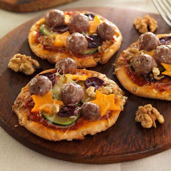 Minipizzas de verduras, carne y nueces