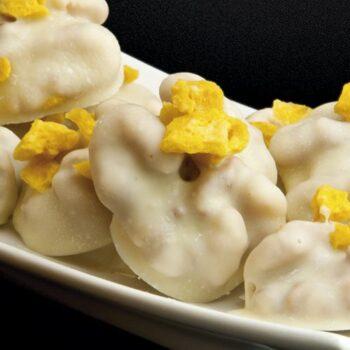 Nueces bañadas en chocolate blanco con frutas deshidratas-nueces-bañadas-en-chocolate-blanco-con-frutas-deshidratas