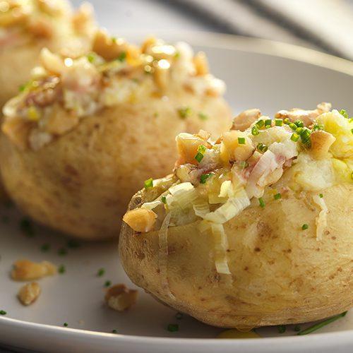 Patatas rellenas con jam n queso y nueces nueces de for Cocinar patatas rellenas
