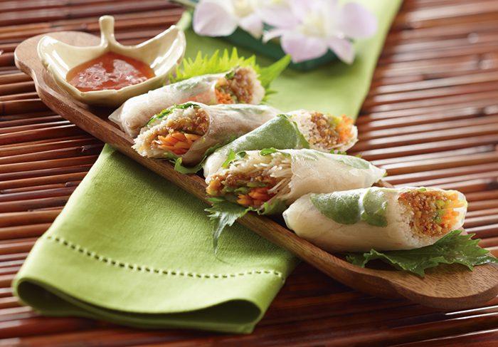 Ensalada de rollitos de primavera tailandeses