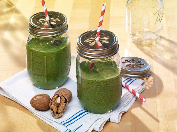 """""""Green shake"""" de nueces"""