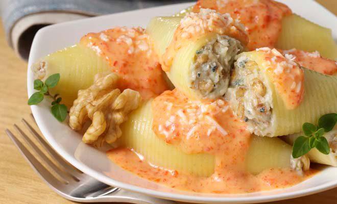 Pasta rellena de gorgonzola y nueces