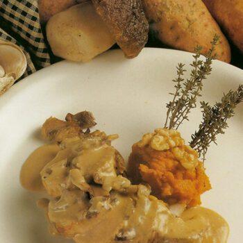 Lomo de conejo relleno de nueces y setas con puré de boniato