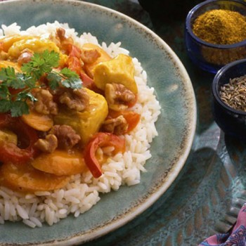 Pollo con nueces al curry