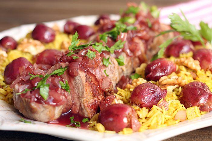 Solomillo de cerdo ibérico con uvas rojas y arroz perfumado con nueces