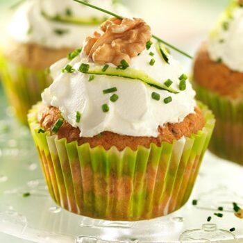 Cupcakes de calabacín, cebolla tierna, queso feta y nueces