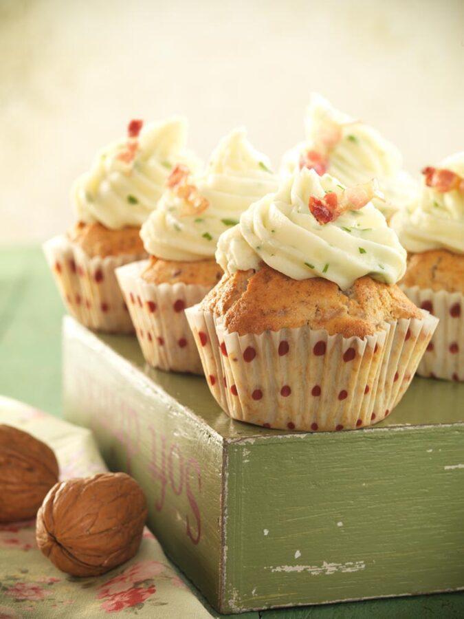 Cupcakes de jamón ibérico, cebolla y nueces con topping de puré de patata con ajo y perejil