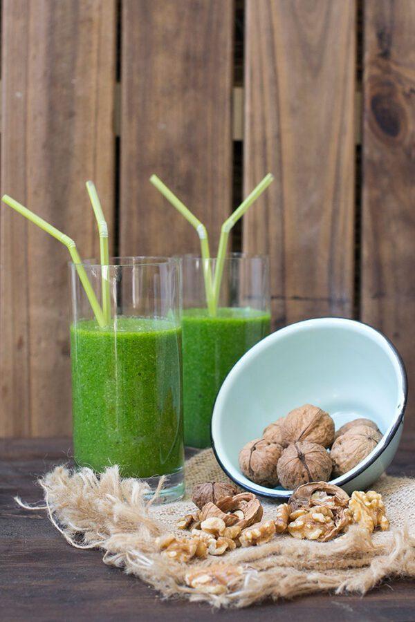Batido verde con nueces