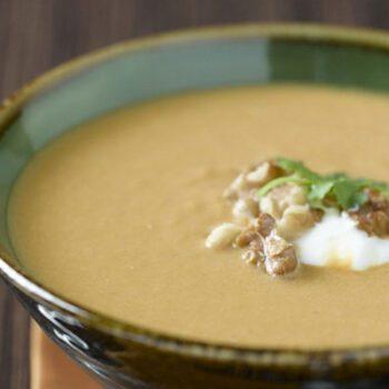 Sopa de calabaza y curry con nueces