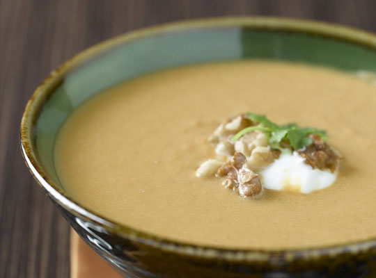 Sopa de calabaza y curry con nueces