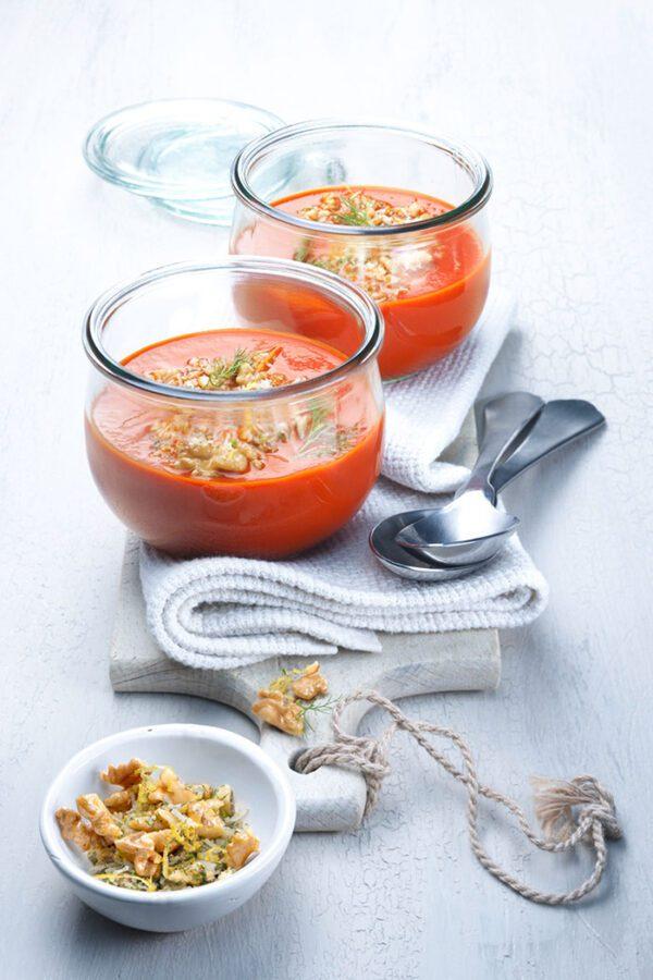 sopa-de-tomate-e-hinojo-con-nueces-y-gremolata-de-limon