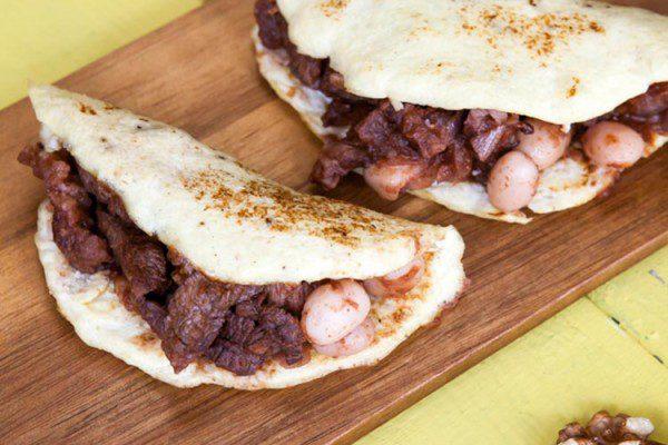 Tacos de coliflor con chile, carne y nueces