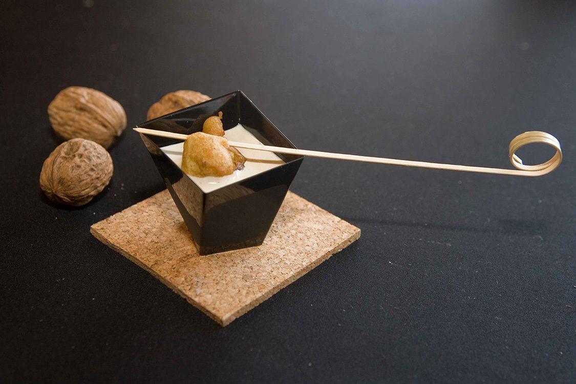 Buñuelos de Bacalao con Nueces y Ajo blanco de Nueces