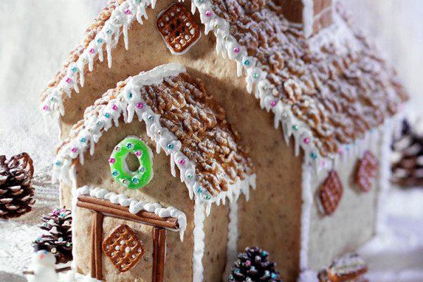 Casa navideña de mantecado de nueces