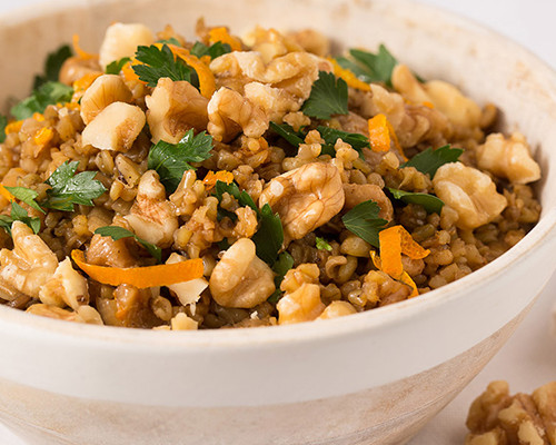 Freekeh asado con higos secos y nueces
