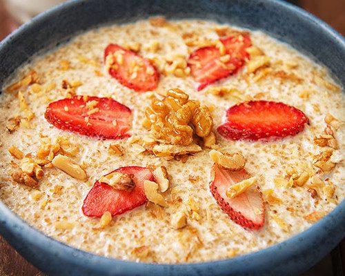 Porridge de quinoa, nueces y leche de coco