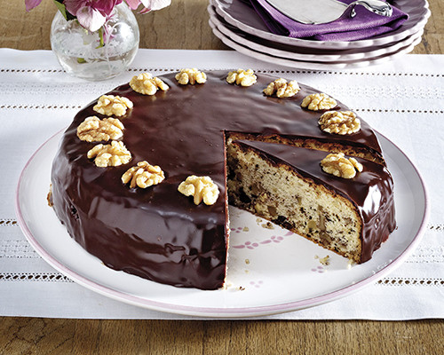 Pastel de vainilla, chocolate y nueces