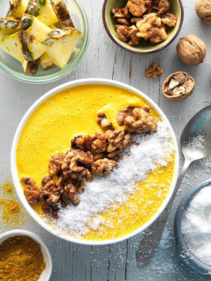 Smoothie bol de zanahoria y nueces al curry