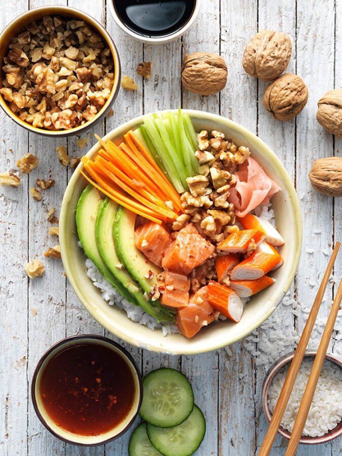 Sushi bol con nueces