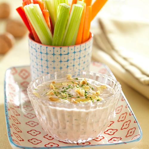 Dip de verduras con salsa de yogur y nueces