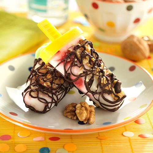 Polos de yogur y frambuesas con nueces