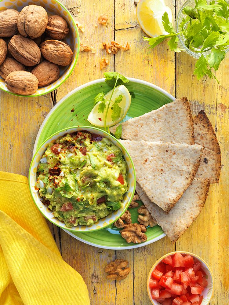 Nachos caseros de nueces y guacamole