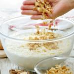 tabla-de-yogur-helado-con-nueces-y-frutos-rojos-paso-1