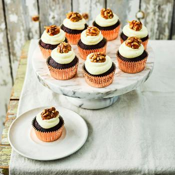 Cupcakes de remolacha y nueces caramelizadas con glaseado de queso crema